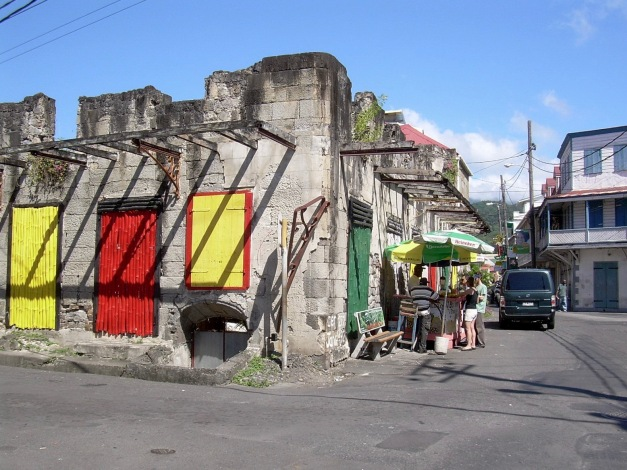 colorful-houses-in-roseau