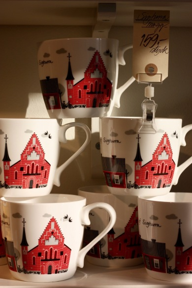 kaffekoppar-med-radhuset-som-motiv